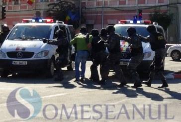 Centrul Dejului luat cu asalt de mascați, pirotehniști și forțe speciale. Demonstrații cu câini și mașini de cursă – FOTO/VIDEO