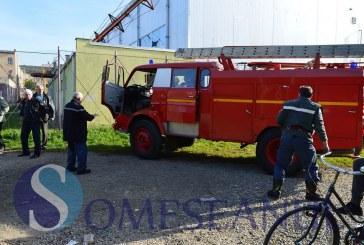 Incendiu în incinta Liceului Ana Ipătescu din Gherla. La fața locului a intervenit imediat un echipaj de pompieri – FOTO