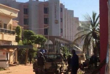 Video – Atac armat la un hotel din Mali. Trei oameni uciși și peste 170 de persoane ostatice