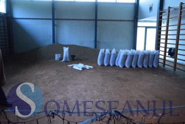 Sala de sport din Fizeșu Gherlii transformată în hambar pentru grâul preotului- FOTO/VIDEO