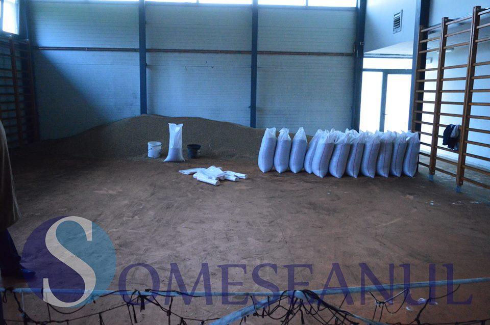sala de sport din fize u gherlii transformat n hambar pentru gr ul preotului foto video. Black Bedroom Furniture Sets. Home Design Ideas