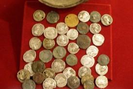 """Exponatul lunii decembrie la Muzeul Dej: ,,Tezaurul monetar imperial roman descoperit la Nireș"""""""
