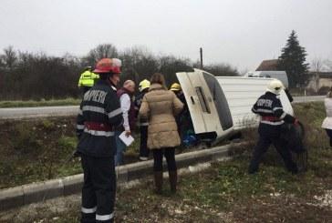 Microbuz implicat în accident la Bonțida, după ce i-a explodat un cauciuc
