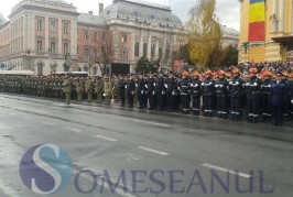 Sute de clujeni au asistat la parada militară organizată de Ziua Națională  – FOTO