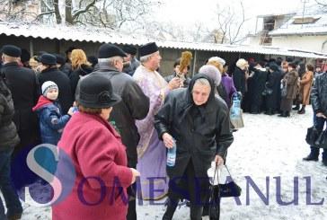 GHERLA | Zeci de credincioși au participat la slujba de sfințire a apei de Bobotează – FOTO/VIDEO