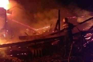 Două case s-au făcut scrum în Budești, în urma unui incendiu devastator