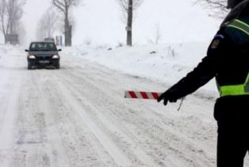 Autostrada A2 Bucureşti-Feteşti şi drumuri naţionale din 4 judeţe, închise din cauza zăpezii. 20 de trenuri au fost anulate