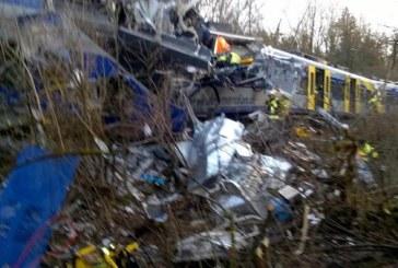 Mai mulți morți și peste 100 de răniți după ce două trenuri s-au ciocnit frontal – VIDEO