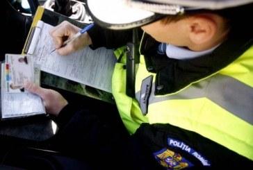 Doi adolescenți, dintre care unul minor, prinși de polițiști la volan deși nu aveau permis