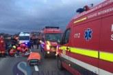 Doi tineri răniți grav după ce s-au răsturnat cu mașina