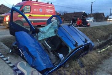 O familie din județul Maramureș a ajuns la spital, după ce s-au izbit cu mașina de un cap de pod