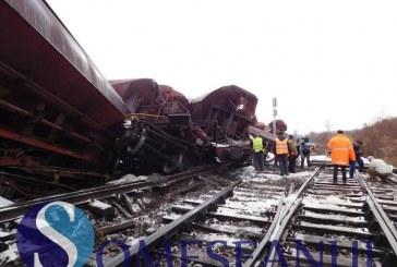 FOTO/VIDEO – Tren deraiat între Dej și Jibou. Zece vagoane au sărit de pe șine