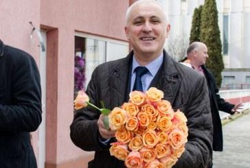 """Viceprimarul Dejului, Aurelian Mureșan, urează """"La mulți ani!"""" tuturor femeilor"""
