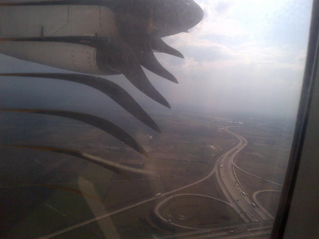 avion tarom in flacari