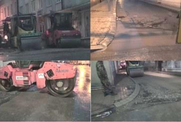 Ploaia torențială, cu grindină, nu i-a oprit pe muncitorii care asfaltează centrul Dejului – VIDEO