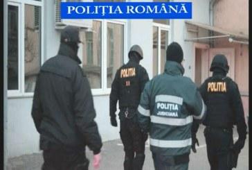 CLUJ: Traficanți de droguri, luați pe sus de mascați. Percheziții și în alte județe