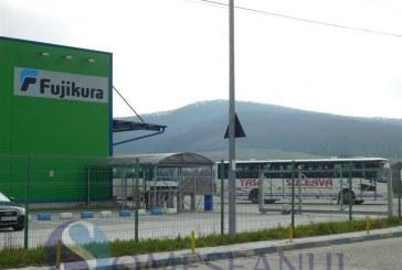 Angajații Fujikura, în pericol? Autocarele Tasa Suceava, cu care sunt transportați muncitorii, sunt asigurate la Carpatica, societate la un pas de desființare