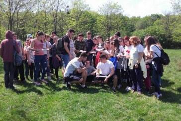 Sute de elevi din Zalău au participat la o vânătoare de ouă de ciocolată și un concurs de orientare turistică