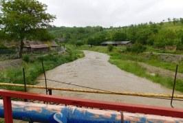 Zeci de apeluri la 112 după ploile torențiale din Maramureș