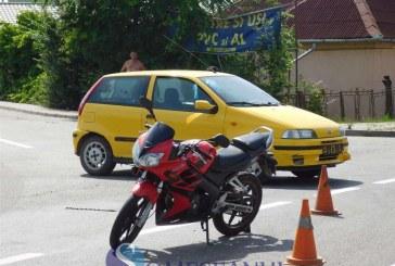 Motociclist accidentat în Dej, de un șofer care nu a acordat prioritate – FOTO/VIDEO