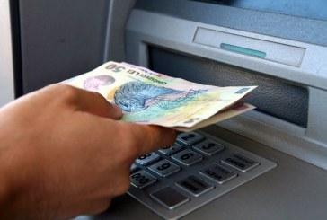 Cercetat pentru furt după ce și-a însușit banii găsți la bancomat