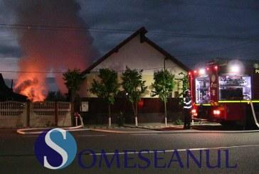 Incendiu violent la o casă din Bunești