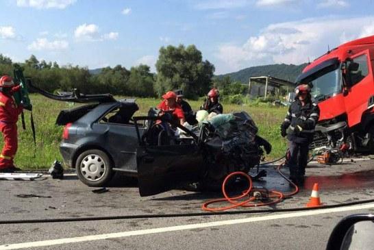 Accident mortal la Ileanda. Un tânăr a murit după ce s-a izbit cu mașina de un TIR