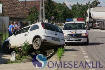 Accident la Iclod. Un șofer din Bacău s-a răsturnat cu mașina după ce a intrat într-un cap de pod – FOTO/VIDEO
