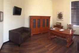 Biroul Elenei Ceaușescu, în biroul primarului din Sîngeorz-Băi