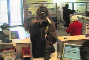 Jaf armat la o bancă din Bistrița. Au fost luați ostatici sub amenințarea armei – VIDEO