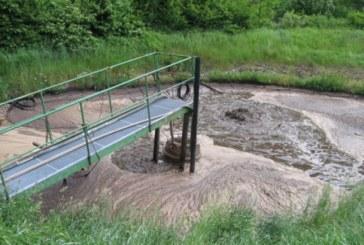 Poluare pe Râul Roşua, după scurgeri de levigat de la depozitul de gunoaie de la Tărpiu