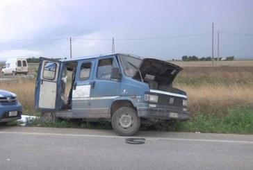 Un român a murit şi alţi zece au fost răniţi după ce un microbuz s-a ciocnit cu un camion în Italia – VIDEO