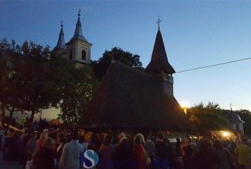 Peste 30.000 de pelerini asistă la slujba de Liturghie oficiată la Mănăstirea Nicula