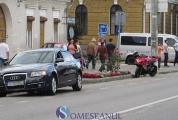 Impact între o motocicletă și un autoturism la Gherla – FOTO