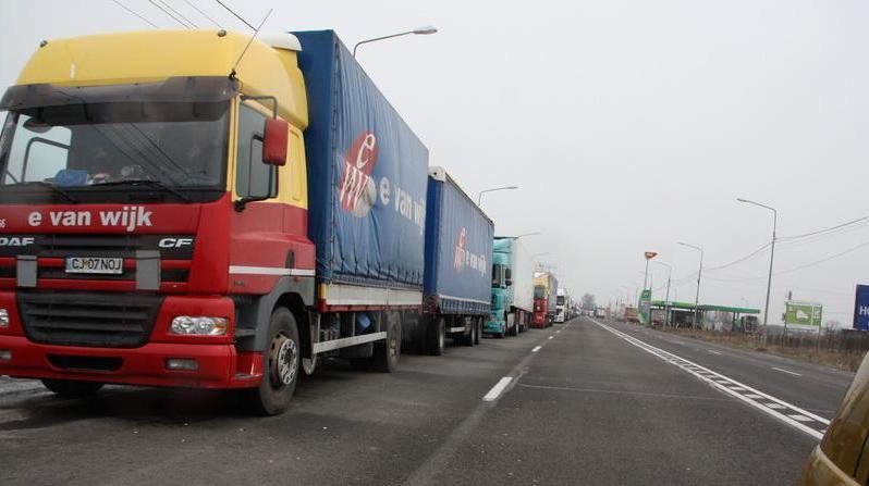 Circulația autovehiculelor mari, restricționată azi în 6 județe, din cauza caniculei