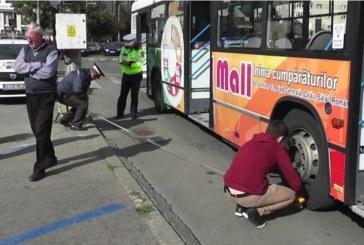 Două pasagere ale unui autobuz, rănite într-un accident
