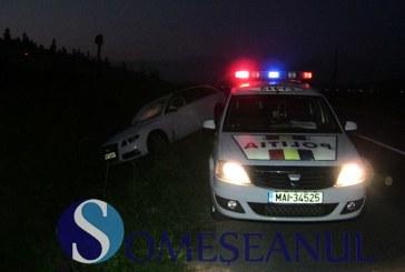 Accident la Geaca. Un bărbat din Cluj s-a răsturnat cu mașina în lac