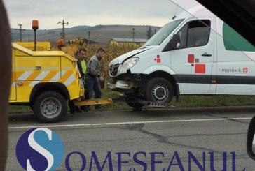 Accident în lanț la Livada. Trei autoturisme și un camion au fost implicate – FOTO