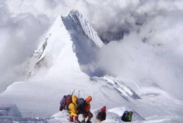 Deasupra lumii: Alpinistul clujean Vasile Cipcigan a atins vârful Manaslu, din Himalaya