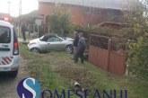 Accident în Mintiul Gherlii. O soferiță a intrat cu mașina într-un gard – FOTO