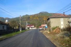 FOTO – S-au finalizat lucrările de asfaltare a drumului judeţean 109E Vad – Valea Groşilor