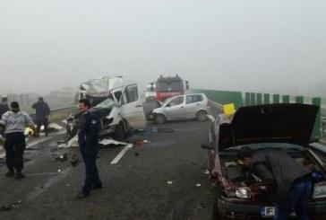 Carnagiu pe autostradă. Cel puțin 4 morți și aproape 40 de răniți după un carambol mortal – FOTO