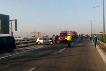 Accident în lanț pe autostradă. 17 mașini implicate, 22 de persoane rănite, 4 transportate la spital