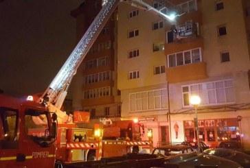 Intervenție la înălțime a pompierilor bistrițeni, la un incendiu izbucnit la o garsonieră
