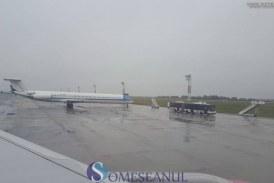 """Curse aeriene întârziate din cauza ceţii pe Aeroportul Internaţional """"Avram Iancu"""" din Cluj"""