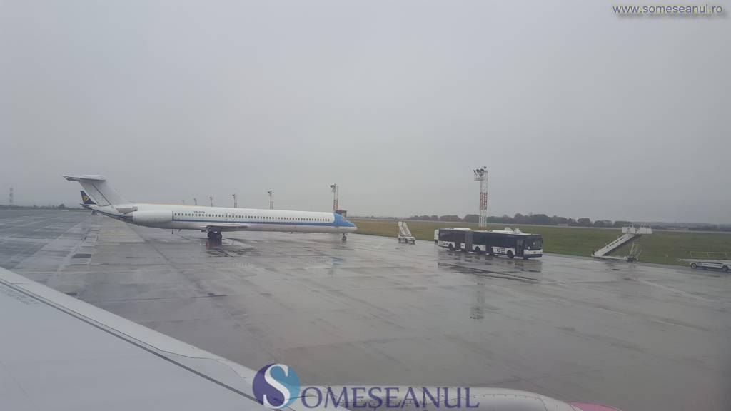 aeroport-avion-ceata-ploaia