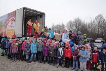 Camionul lui Moș Crăciun aduce cadouri din Germania pentru copiii din 23 de sate clujene