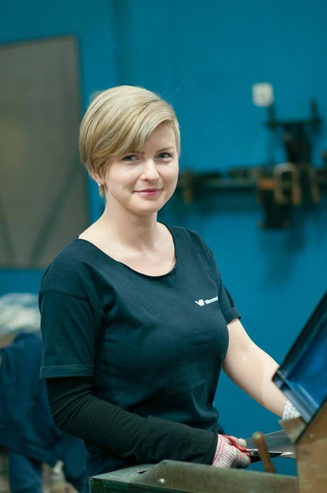 augusta Vibracoustic Dej, angajează operatori pentru roboți industriali. Câte posturi sunt deschise și care e oferta salarială