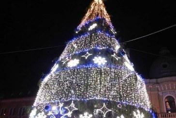 """Iluminatul festiv la Dej va fi inaugurat mâine. Toți copiii sunt invitați la """"Magia sărbătorilor"""""""