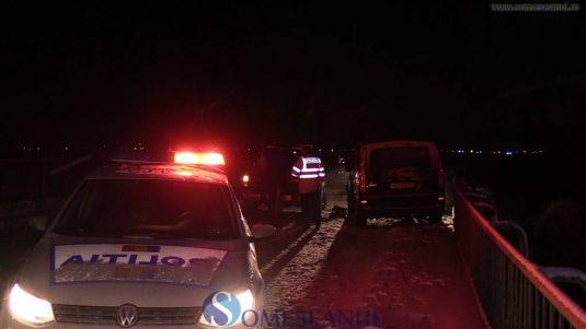 someseanul-accident-pod-manastirea-1-535x301 Accident pe pod la Mănăstirea. O familie cu 4 copii, aproape să cadă în Someș - FOTO/VIDEO  someseanul-accident-pod-manastirea-2-535x301 Accident pe pod la Mănăstirea. O familie cu 4 copii, aproape să cadă în Someș - FOTO/VIDEO